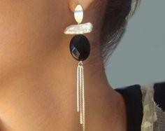 Brinco Luxo Ônix 3 fios Diy Earrings Post, Funky Earrings, Simple Earrings, Beautiful Earrings, Ear Jewelry, Stone Jewelry, Body Jewelry, Beaded Jewelry, Jewelery