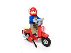 Build a tiny minifigure scooter for your LEGO city scene [Instructions]