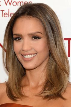 Jessica Alba at the 2014 New York Women In Film And Television Awards Gala. Hair… Jessica Alba at the 2014 New York Women In Film And Television Awards Gala. Hair by Seiji Yamada. Makeup by Daniel Martin. Styled by Emily Meritt. Brown Hair Colors, Purple Hair, Hair Colour, Gray Hair, Hairstyles With Bangs, Straight Hairstyles, Hairstyles 2018, Celebrity Hairstyles, Medium Hair Styles
