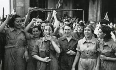 77 years ago today, the Spanish Civil War began. Here, working class anarchist militia women prepare to fight the fascists. No Pasaran! Nagasaki, Hiroshima, Fukushima, Military Women, Military History, Military Art, Spanish War, Working Class, Guerrilla