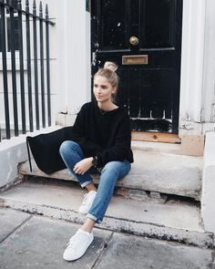 Cute, casual hair, sweater, jeans, and sneakers . Street Style Outfits, Looks Street Style, Mode Outfits, Looks Style, Winter Outfits, Casual Outfits, Basic Style, Style Me, Looks Baskets