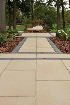 Charming walkway ideas to inspire you! Mosaic Walkway, Wood Walkway, Patio Slabs, Concrete Patio, Patio Stone, Walkway Ideas, Modern Landscape Design, Modern Landscaping, Backyard Landscaping