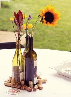 Vineyard weddings are great due to the beautiful nature, lots of flowers, greenery and grapes. If you've been following us lately, you've already read about outdoor vineyard weddings, and today we've gathered wonderful vineyard centerpieces for such affairs.