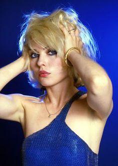 Debbie Harry is rockin' simple gold.  Love it.