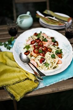 Salmon Fettucicini with Roasted Cherry Tomatoes, Capers and Dijon Mustard Sauce | Pratos e Travessas