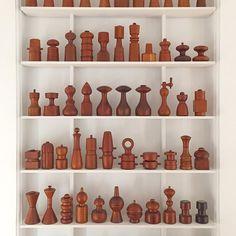Shelves for pepper mills
