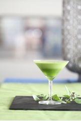Basilikumlimonade - Schrot und Korn - Das Kundenmagazin für den Naturkosthandel