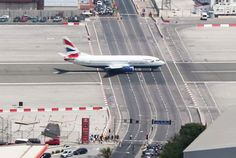 Gibraltar: Runway crosses Main Road