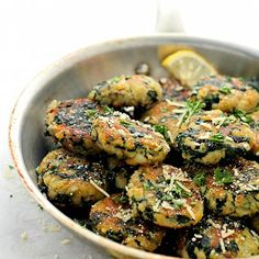 Spinach and Garlic Potato Patties - Delicious and flavorful Patties made with a mixture of potatoes, spinach and garlic. You can even substitute the potatoes with sweet potatoes. Leftover Mashed Potatoes, Mashed Potato Recipes, Spinach Recipes, Vegetable Recipes, Vegetarian Recipes, Cooking Recipes, Healthy Recipes, Easy Recipes, Cheesy Potatoes