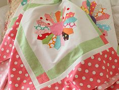 love this dresden plate quilt...such pretty fabrics