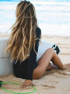 DIY Beach Hair You have to wait for summer to come around to enjoy that beautiful beach tasselled hair. Here is a simple beach wave recipe for your hair that will ensure you can enjoy mermaid hair all year round. Summer Hairstyles, Trendy Hairstyles, Hairstyles 2018, Beach Hairstyles For Long Hair, 1930s Hairstyles, Brunette Hairstyles, Fringe Hairstyles, Wedding Hairstyles, New Hair