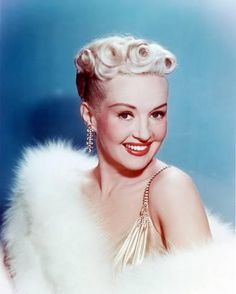 Betty Grable - ~ American actress, pin-up girl, dancer, and singer. Older Women Hairstyles, Popular Hairstyles, Vintage Hairstyles, Trendy Hairstyles, Wedding Hairstyles, Wedding Updo, Braided Hairstyles, Hollywood Glamour, Hollywood Stars
