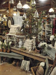 Round Barn Potting Company: dreaming garden chic ~ Barn style – Home living color wall treatment kitchen design Flea Market Displays, Antique Store Displays, Vintage Display, Antique Stores, Shop Displays, Flea Markets, Antique Booth Ideas, Antique Mall Booth, Craft Booth Displays