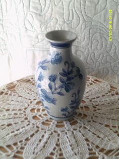 Beautiful Blue and White Floral Pattern Porcelain Vase. by WaterBearingDragon on…
