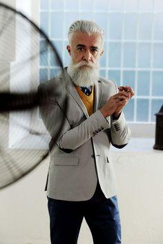 alessandro manfredini otro ejemplo de que el pelo blanco y barba no solo le lucen a san. Black Bedroom Furniture Sets. Home Design Ideas