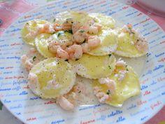 Ravioli con ricotta e scorzette di limone con gamberetti e crema di formaggio