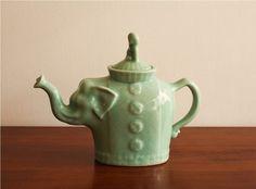 i have one of theses! Elephant Teapot, Elephant Love, Elephant Art, White Elephant Gifts, Vintage Tea Kettle, Cute Teapot, Teapots And Cups, Toy Kitchen, Tea Art