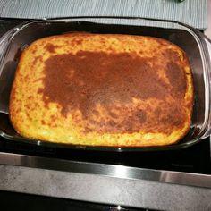 Τυρόπιτα με σιμιγδάλι! Μια απλή γρηγορη και εύκολη συνταγή για τυρόπιτα που θα γίνει η αγαπημένη σας!! Υλικά: 750ml γάλα, 100ml λάδι, 1 1/2 φλυτζ. τυρί φέτα τριμμένη, 300γρ, ρεγγάτο , 1φλυτζ.σιμιγδάλι ψιλό, 3αυγά χτυπημένα, 2κουτ.του γλυκού bakin, 1/2 κουτ.γλ. πάπρικα γλυκιά, ρίγανη, δυόσμο. Δείτε επίσης: Αφράτα ζαμπονοκασεροπιτάκια ! Σε κατσαρόλα βάζω το γάλα και το … Greek Dishes, Greek Recipes, French Toast, Food And Drink, Pie, Bread, Breakfast, Desserts, Boho