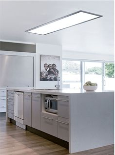 Panel LED de forma rectangular con una potencia 45 watios y una intensidad de 3200 lúmenes, su forma y tamaño es ideal para su instalación en cocinas ya que su luz no...