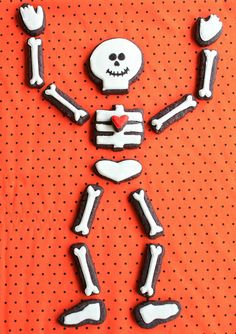 The knee bone's connected to the yummy bone! Kids will love assembling and munching these skeleton cookies. (from Munchkin Munchies)