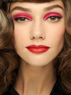 Christian Dior Spring 2011 Ready-to-Wear Fashion Show Beauty Catwalk Makeup, Runway Makeup, Kiss Makeup, Eye Makeup, Hair Makeup, Soft Grunge Hair, Show Beauty, Red Eyeshadow, Hair Reference