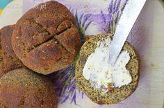 Bułeczki makowo – dyniowe z mąką z ciecierzycy | Ale zakwas!
