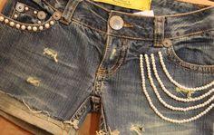 Short Customizado com Perola - Jeans e Branco | Beleza-Moda