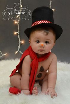 6 month pose - baby photography - holiday photography - Christmas - snowman