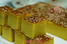 I baked this after dinner and only past midnight the kuih was cool off ready to be sliced. Brought to office for breakfast with gang. Indonesian Desserts, Asian Desserts, Sweet Desserts, Chinese Desserts, Indonesian Food, Baked Pumpkin, Pumpkin Recipes, Snack Recipes, Dessert Recipes