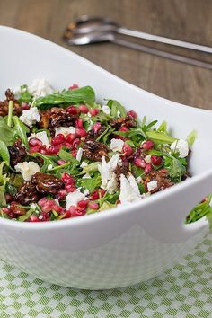Winter salad with pomegranate seeds, goat cheese and walnuts - Rezepte - Salat Clean Eating, Healthy Eating, Pomegranate Seeds, Healthy Salad Recipes, Food Inspiration, Natural, Dinner Recipes, Veggies, Food And Drink