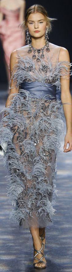 Marchesa Fall 2016 Ready-to-Wear Fashion Show Feather Fashion, Blue Fashion, High Fashion, Fashion Show, Fashion Design, Women's Fashion, Couture Fashion, Runway Fashion, Mode Outfits