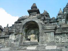 パオン寺院とムンドゥッ寺院 インドネシア・ジャワ島で1000年眠っていた「ボロブドゥール寺院遺跡群」の絶景と歴史まとめ