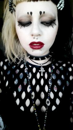 """louiselafantasma: """"I really liked dracmakens makeup in her latest video, so I tried doing something similar. My makeup skills are nowhere near hers, but I'm pretty happy with this look! Punk Makeup, Gothic Makeup, Makeup Art, Eye Makeup, Hair Makeup, Goth Beauty, Dark Beauty, Makeup Inspo, Makeup Inspiration"""
