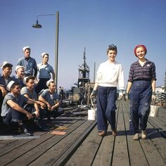 casual workwear jeans sweater plaid shirt Rosie Riveter style War Era WWII factory workers on docks sailors look on color photo print ad women hair scarves shoes vintage fashion style promo New London, Connecticut New London Connecticut, Groton Connecticut, 1940s Woman, Electric Boat, Rosie The Riveter, 1940s Fashion, Vintage Fashion, Mom Fashion, Edwardian Fashion
