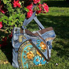 Собиралась я недавно на выставку и осознала, что мне явно нужна новая сумка. Вот эту, что на фото,  ношу время от времени уже лет 5, и она мне нравится до сих пор. Люблю павлово-посадские розочки, и мне очень нравится сочетать их с джинсой. Сумка получилась удобная, красивая и всесезонная, ношу в любое время года!👍 И все равно надо срочно сшить новую сумочку😊😁😁. А эту могу повторить на заказ😉. 🌸🌸🌸. I made this denim bag about 5 years ago and I still like it. I used the roses from…
