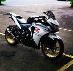 Cbr, Moto Bike, Motorcycle Bike, Custom Sport Bikes, Dream Machine, Mobile Wallpaper, Cars And Motorcycles, Honda, Angel