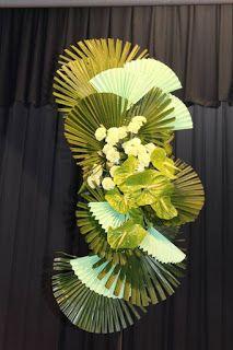 Studio Floral Dora Santoro: Leques Verdes Contemporary Flower Arrangements, Unique Flower Arrangements, Ikebana Flower Arrangement, Unique Flowers, Exotic Flowers, Floral Centerpieces, Flower Vases, Beautiful Flowers, Hotel Flowers