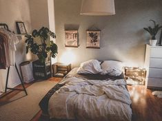 52 Warm and Romantic Bedroom Bed Decoration Ideas Home decor 52 Warm and Romantic Bedroom Bed Decoration Ideas Bedroom Layouts, Room Ideas Bedroom, Home Decor Bedroom, Budget Bedroom, Bedroom Colors, Bedroom Designs, Dream Rooms, Dream Bedroom, Bedroom Bed