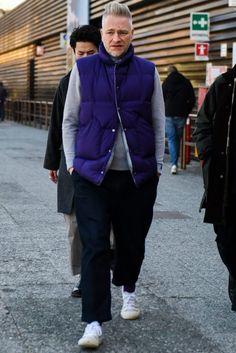 ブルーのグラデーションを表現したダウンベストコーデ Old Man Fashion, Autumn Fashion, Mens Fashion, Down Vest, Winter Jackets, Menswear, Street Style, How To Wear, Clothes