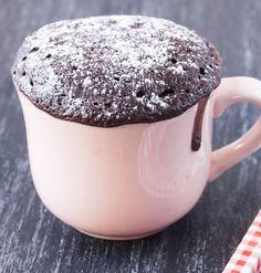 Mug cake chocolat Weight Watchers Weight Watchers chocolate mug cake – Ingredients: 30 ml of skim milk, 25 g of flour, 10 g of cooking-resistant sweetener, 1 egg white, 5 g of lean cocoa powder … Mug Recipes, Sugar Free Recipes, Easy Cake Recipes, Diet Recipes, Muffin Recipes, Dessert Ww, Ww Desserts, Dessert Recipes, Ramadan Desserts