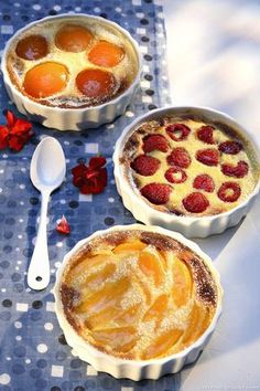 Clafoutis aux fruits - Expolore the best and the special ideas about French recipes French Desserts, No Cook Desserts, Mini Desserts, Easy Desserts, Gourmet Recipes, Sweet Recipes, Baking Recipes, Cake Recipes, Dessert Recipes