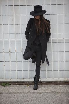 Genetic Denim Be You project video intimate glimpse LA-based artist photographer Tasya van Ree life laid-back Cali-cool looks Black Coat Leggings Lace Up Combat Boots Hat Looks Street Style, Looks Style, Style Me, Style Noir, Mode Style, All Black Everything, Look Fashion, Autumn Fashion, Womens Fashion