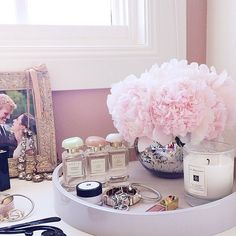 Such a pretty tray display of shades of pink ♡ Aerin perfume