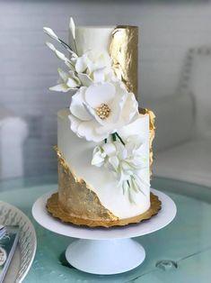 White And Gold Wedding Cake, Metallic Wedding Cakes, Elegant Wedding Cakes, Beautiful Wedding Cakes, Gorgeous Cakes, Wedding Cake Designs, Pretty Cakes, Amazing Cakes, White Gold