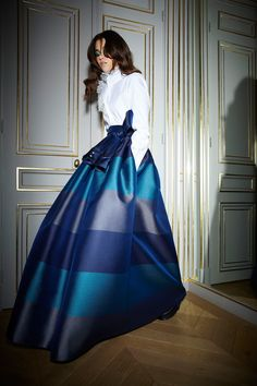 The complete Alexis Mabille Fall 2018 Ready-to-Wear fashion show now on Vogue Runway. Couture Mode, Style Couture, Couture Fashion, Runway Fashion, Net Fashion, Alexis Mabille, Fashion Week Paris, Vogue, Modest Fashion