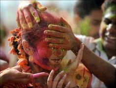 Holi Festival of Colours India Holi Festival Of Colours, Cool Photos, Beautiful Pictures, Hindu Festivals, Spring Festival, We Are The World, Nature Photos, How To Memorize Things, Amazing