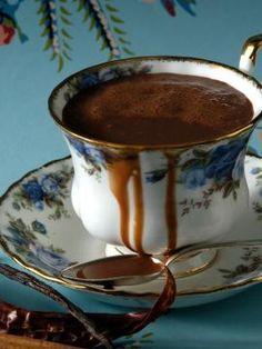 Ρόφημα σοκολάτας με καγιέν Dessert Drinks, Yummy Drinks, Fun Desserts, Coffee Vs Tea, Soda Drink, Keto Drink, Sweets Cake, Cakes And More, Hot Chocolate