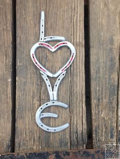 20. #Horseshoe Love - 37 Horseshoe Crafts to Try Your Luck with ... → DIY #Sunflower