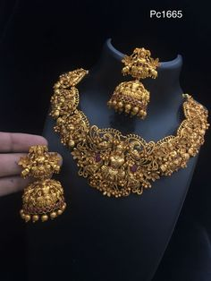 Are you looking for bridal jewellery on rent online? Get south Indian bridal jewellery sets for rent at TBG Bridal Store and look like a queen on your wedding day. Gold Temple Jewellery, Gold Wedding Jewelry, Gold Jewelry, Gold Necklace, Pearl Necklaces, India Jewelry, Gold Bangles, Antique Jewellery Designs, Gold Jewellery Design
