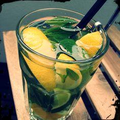 Borsmenta illóolaja Mojito, Moscow Mule Mugs, Drinks, Tableware, Aromatherapy, Drinking, Beverages, Dinnerware, Dishes